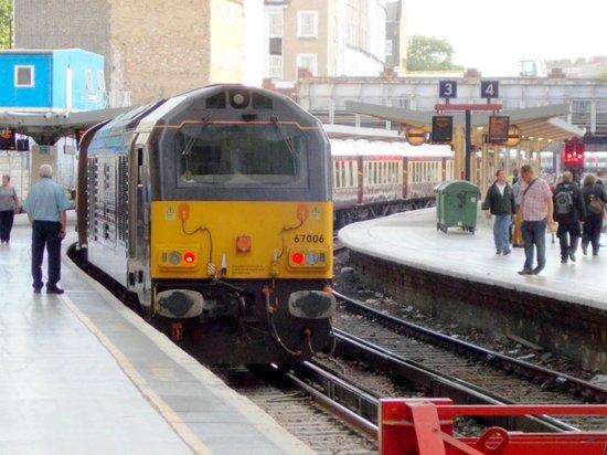 Belmond British Pullman: 67006 'Royal Sovereign' returns the Pullman train to Victoria