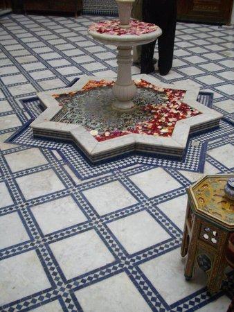 Riad La Perle De La Medina: Lobby Fountain