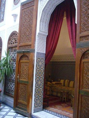Riad La Perle De La Medina : Library entrance