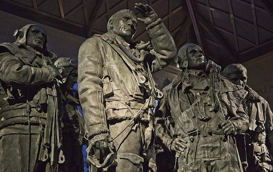 Bomber Command Memorial: After dark, destination Germany!