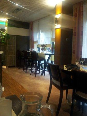 Kyriad Nevers Centre : salle de restaurant / petit dejeuner