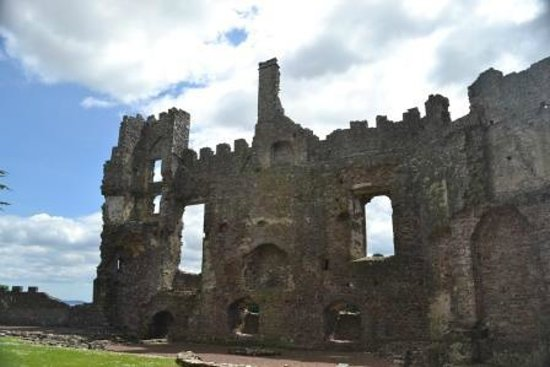 Laugharne Castle: The Great Hall