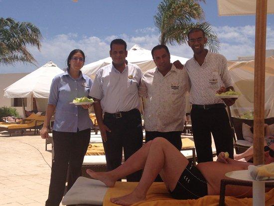 Sunrise Diamond Beach Resort: Poolside Service