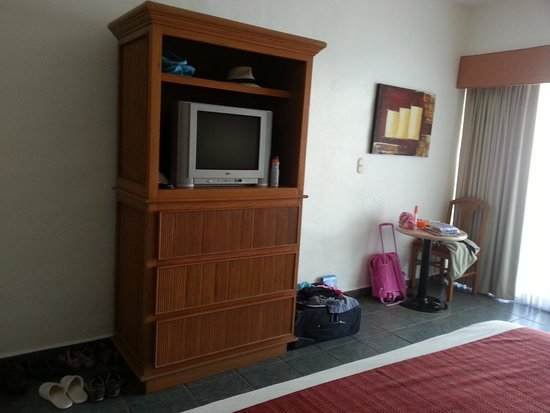 Marival Resort & Suites: TV did not work and when it did it turn-off itself every 5minutes