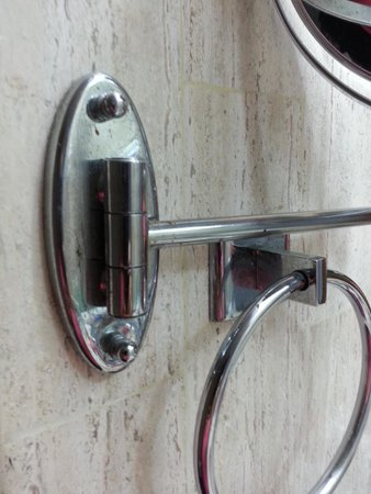 Marival Resort & Suites: bathroom with rusty mirror