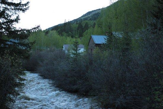 St. Elmo: mining houses along the river
