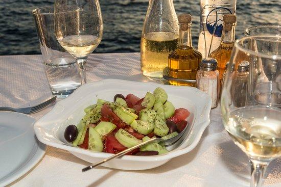 Sunset Ammoudi Taverna: Tomato-cucumber salad starter