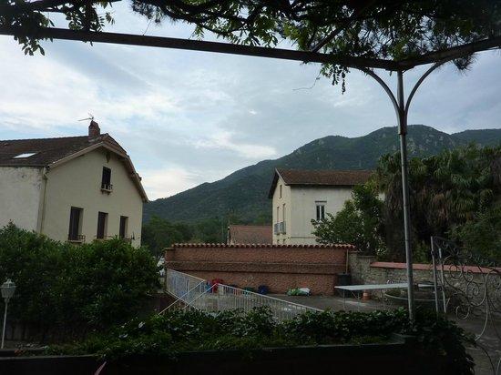 Hotel les glycines arles sur tech france voir les for Arles appart hotel