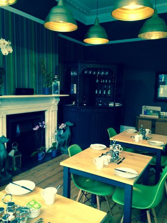 Ravilious: Stylish dining room