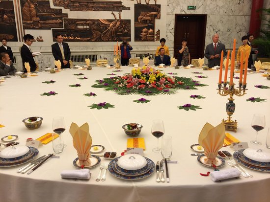 Diaoyutai State Guest House : State dining room table.