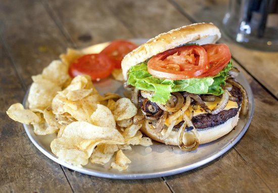 Pioneer Saloon: Great burger