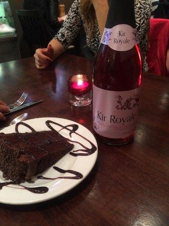 Soosi: cake + Kir Royale