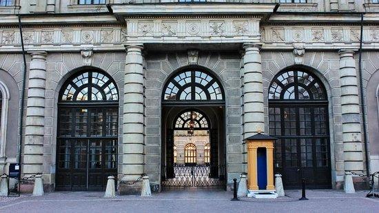 Palais royal : Front Entry to Stockholm Royal Palace