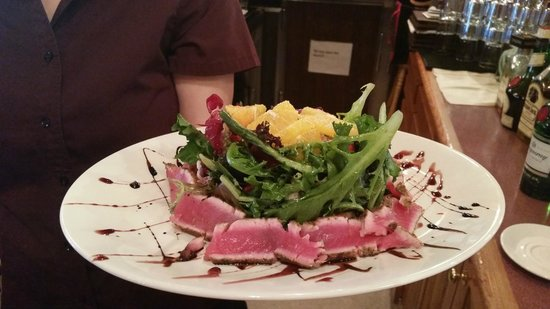 Limber Pine Smokehouse & Taberna: Saku Tuna Salad