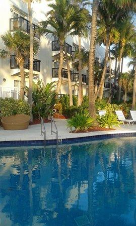 The Savoy Hotel: piscina 2