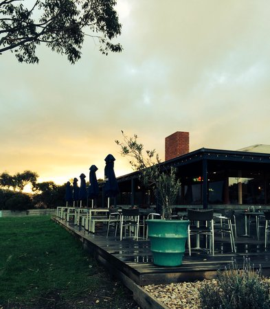 Early evening, Aireys Pub