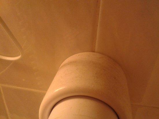 Hotel Berlin Markischer Hof am Tacheles : Föhnhalterung mit verpeckten Staub