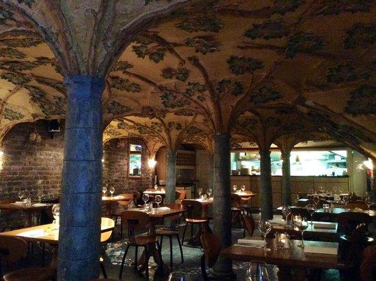 Il Vignardo Restaurant: The roof in the restaurant