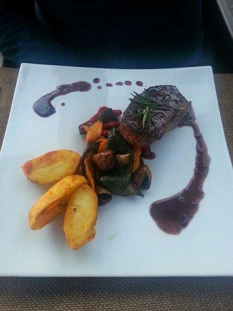 SCAT Funchal Music Club & Restaurant : Steak, seasonal vegetables and spicy wedges