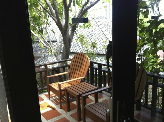 Fair House Villas & Spa : kleine Terrasse vor dem Bungalow