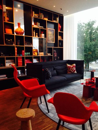 citizenM Rotterdam: Lobby lounge for chilling
