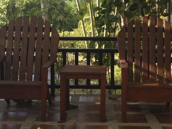 Fair House Villas & Spa: kleine Terrasse vor dem Bungalow