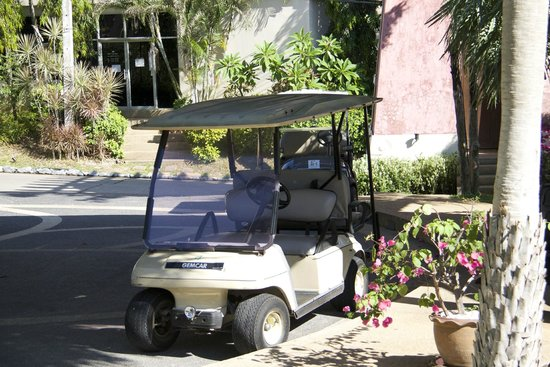 Fair House Villas & Spa: mit diesen kleinen Caddys wurde man herum gefahren