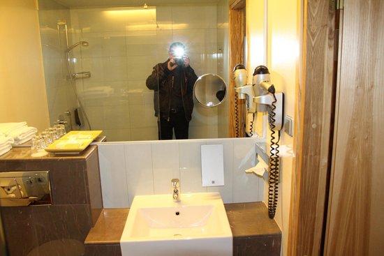 Hotel Euroopa: ванная комната