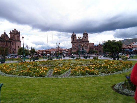 Plaza de Armas (Huacaypata): Plaza de Armas em um dia nublado