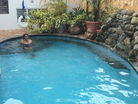 At Wind Chimes Boutique Hotel: Love the pool.... Quiet and secluded. Great for couples!!!!
