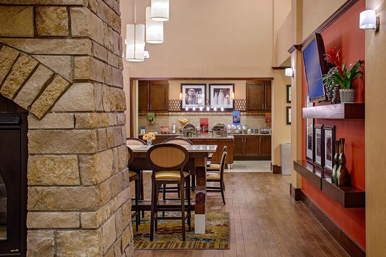 Hampton Inn & Suites Legacy Park-Frisco: Lobby Breakfast Area