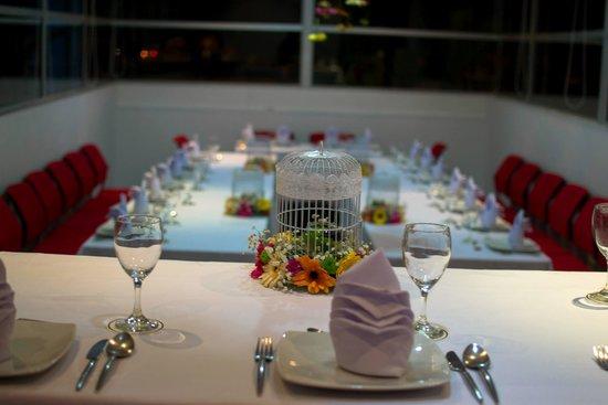 Hotel 104 Art Suites: recepción
