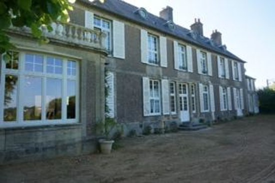 Domaine de Bayeux: view of main house