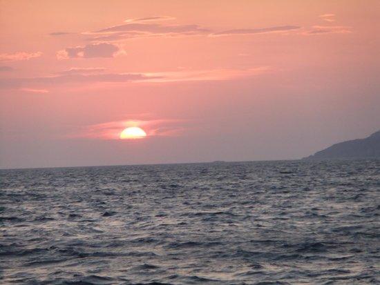 Hotel 28: Santorini sunset!