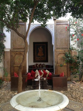 Riad Laaroussa Hotel and Spa: Courtyard