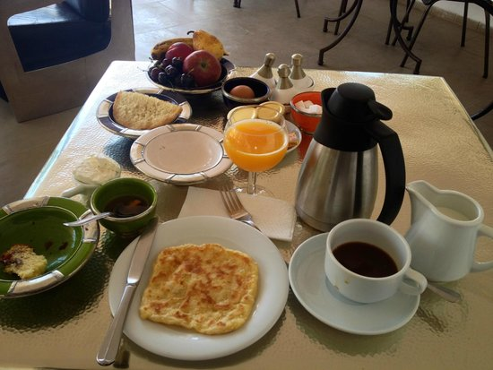Riad Laaroussa Hotel and Spa: Breakfast…for one