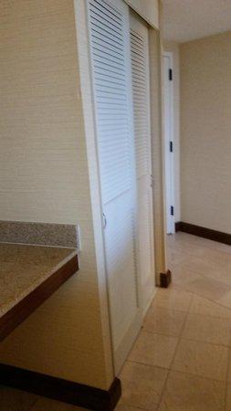 Hilton Alexandria Mark Center: Corner King Room