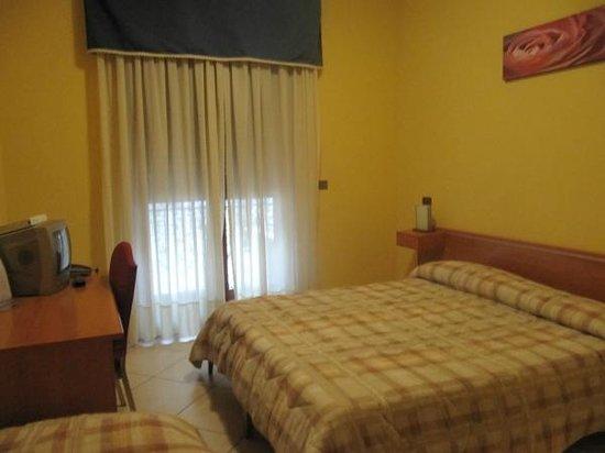 Royal Hotel Montevergine: camera matrimoniale