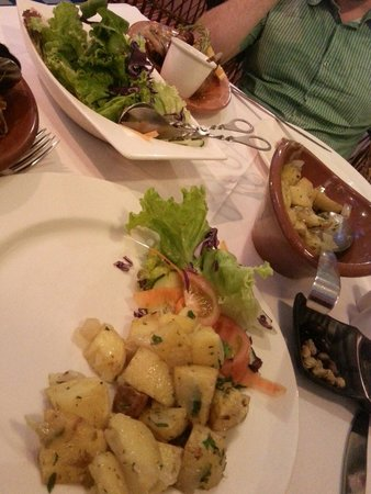 Chalet Vicente: Yummy potatoes with onion and garlic