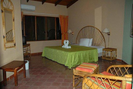 Hotel El Velero: King bed room