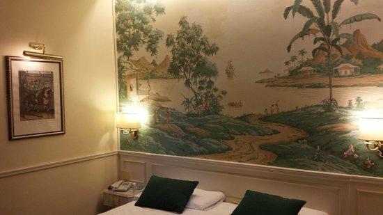 Donna Laura Palace Hotel : chambre donnant sur avenue