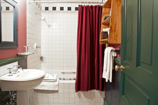 The Audubon Inn : Jacuzzi Tubs & Luxury Bath Amenities