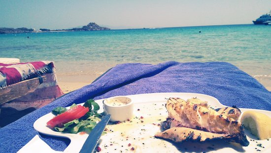 Acrogiali Hotel: you can do lunch in the beach