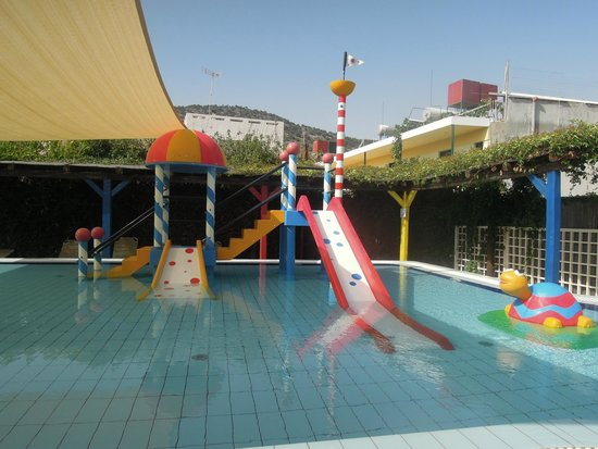 Alexander Beach Hotel & Village : детский бассейн