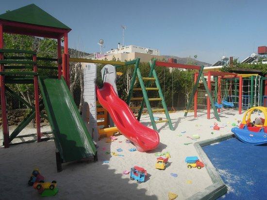 Alexander Beach Hotel & Village: Детская площадка