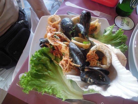 Alexander Beach Hotel & Village: Обед в ресторане Камелот