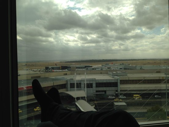 PARKROYAL Melbourne Airport: I could sit for hours watching this view