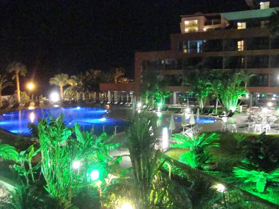 Enotel Lido Madeira: Hotel at night