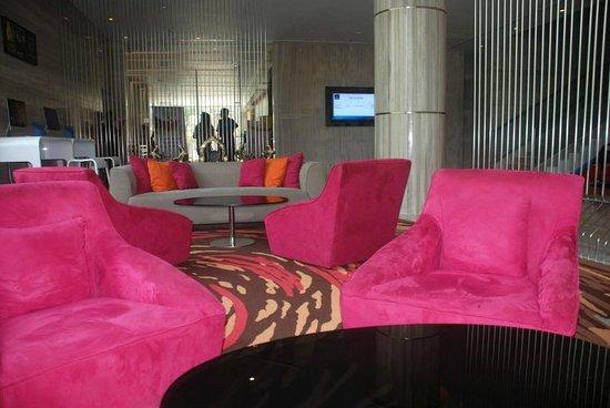 Novotel Ahmedabad: Lobby area