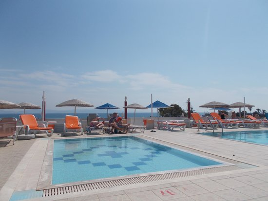 Kosta Palace: Rooftop Pool Area